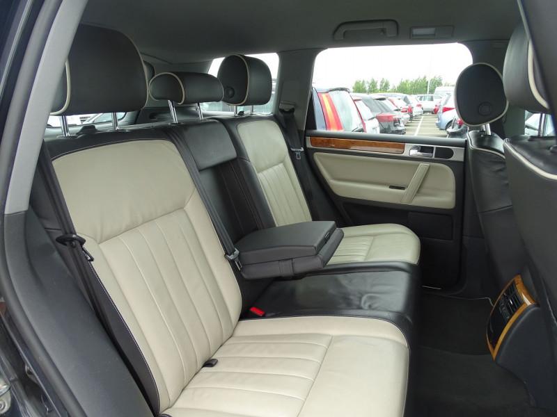 Photo 6 de l'offre de VOLKSWAGEN TOUAREG 3.0 V6 TDI 240CH DPF CARAT TIPTRONIC à 14890€ chez International Auto Auneau