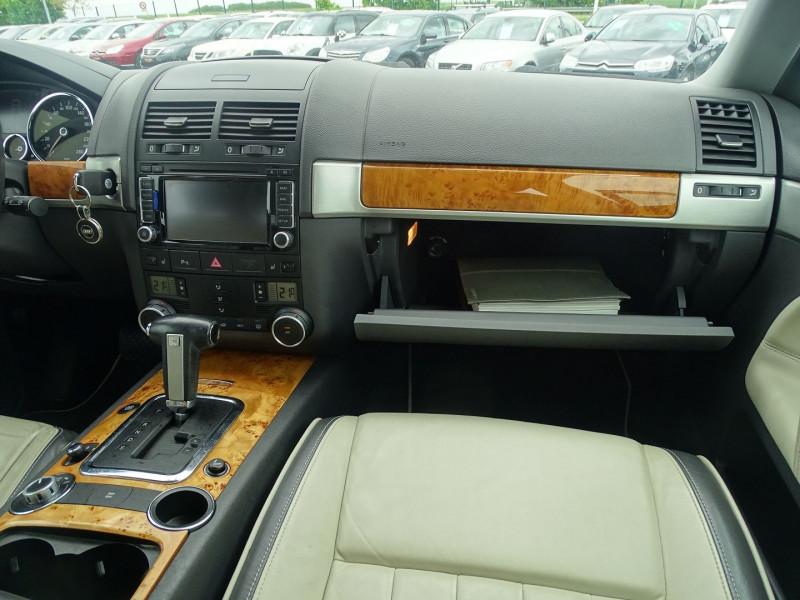 Photo 10 de l'offre de VOLKSWAGEN TOUAREG 3.0 V6 TDI 240CH DPF CARAT TIPTRONIC à 14890€ chez International Auto Auneau