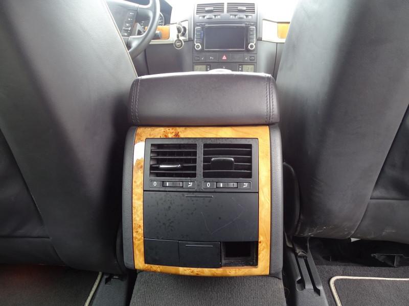 Photo 18 de l'offre de VOLKSWAGEN TOUAREG 3.0 V6 TDI 240CH DPF CARAT TIPTRONIC à 14890€ chez International Auto Auneau