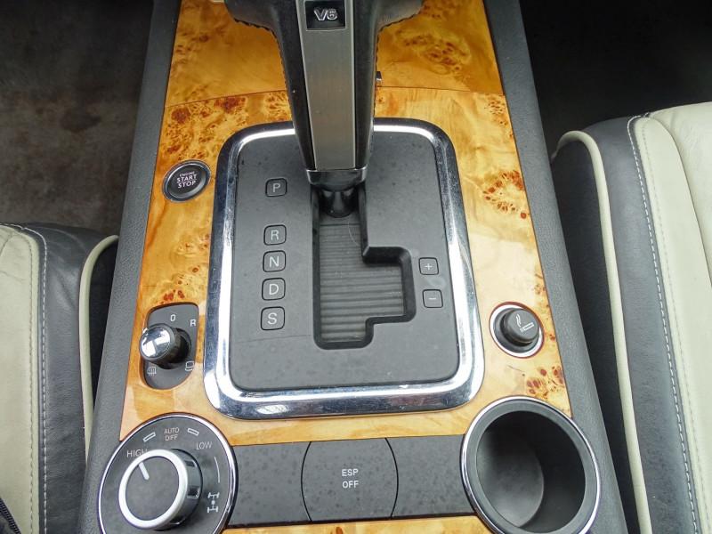 Photo 13 de l'offre de VOLKSWAGEN TOUAREG 3.0 V6 TDI 240CH DPF CARAT TIPTRONIC à 14890€ chez International Auto Auneau
