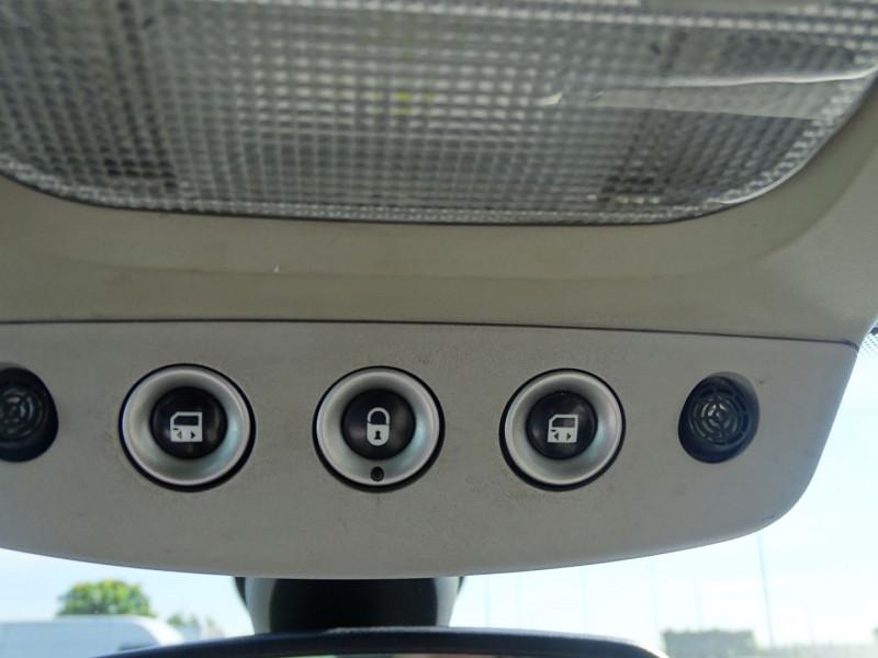 Photo 11 de l'offre de PEUGEOT 807 2.2 HDI130 SR FAP à 5390€ chez International Auto Auneau