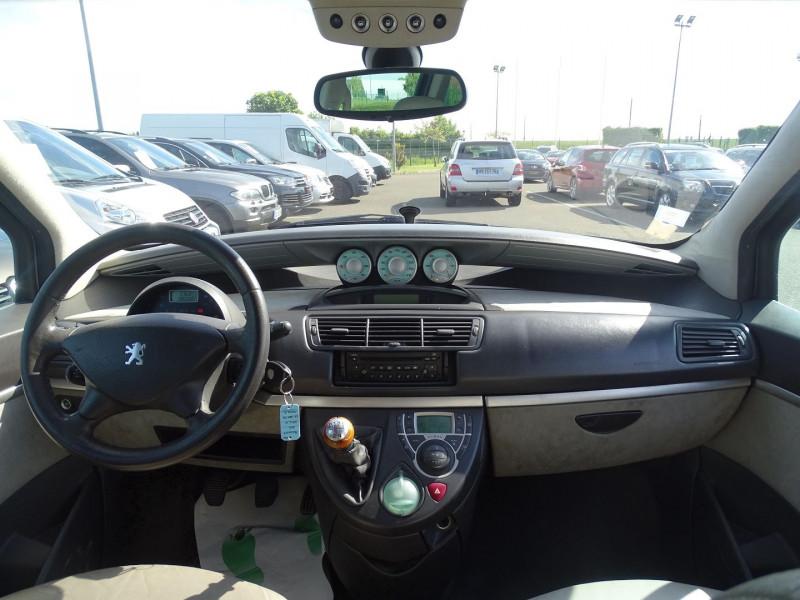 Photo 15 de l'offre de PEUGEOT 807 2.2 HDI130 SR FAP à 5390€ chez International Auto Auneau
