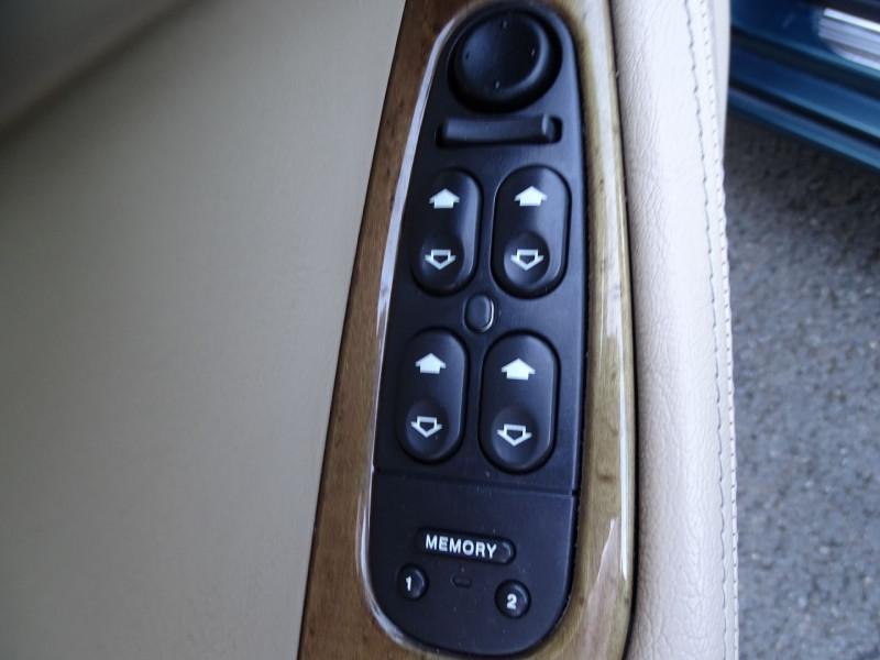 Photo 11 de l'offre de JAGUAR S-TYPE 3.0 V6 PACK SPORT BA à 7490€ chez International Auto Auneau