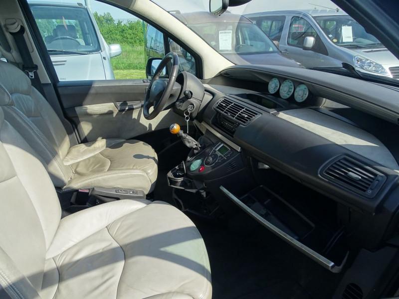 Photo 17 de l'offre de PEUGEOT 807 2.2 HDI130 SR FAP à 5390€ chez International Auto Auneau