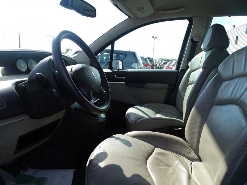 Photo 4 de l'offre de PEUGEOT 807 2.2 HDI130 SR FAP à 5390€ chez International Auto Auneau