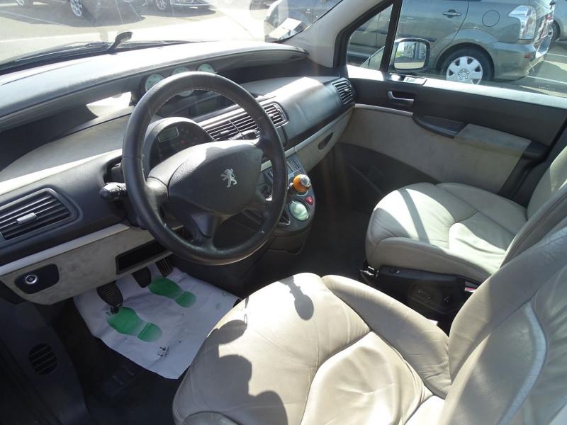 Photo 3 de l'offre de PEUGEOT 807 2.2 HDI130 SR FAP à 5390€ chez International Auto Auneau