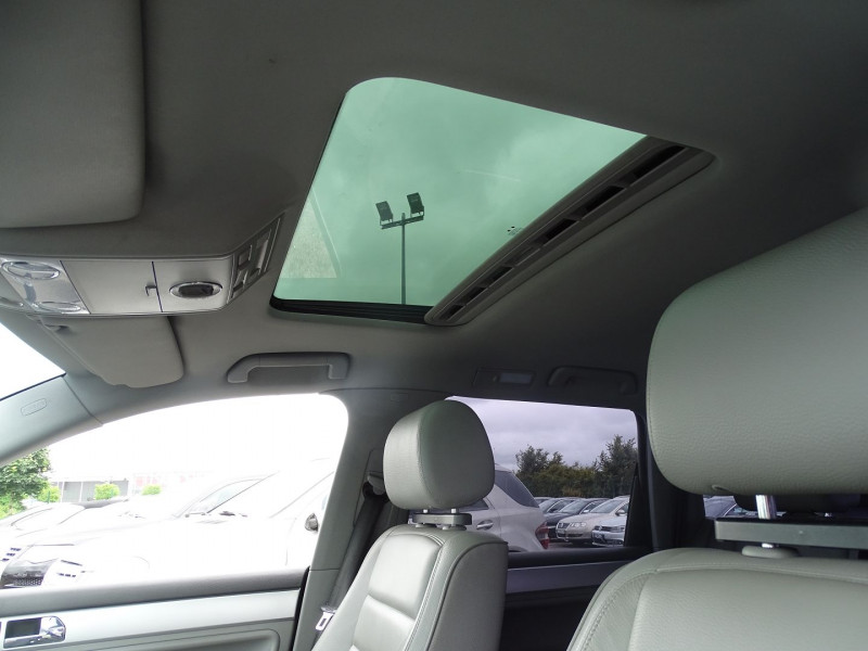 Photo 18 de l'offre de VOLKSWAGEN TOUAREG 3.0 V6 TDI 225CH CARAT TIPTRONIC à 12990€ chez International Auto Auneau