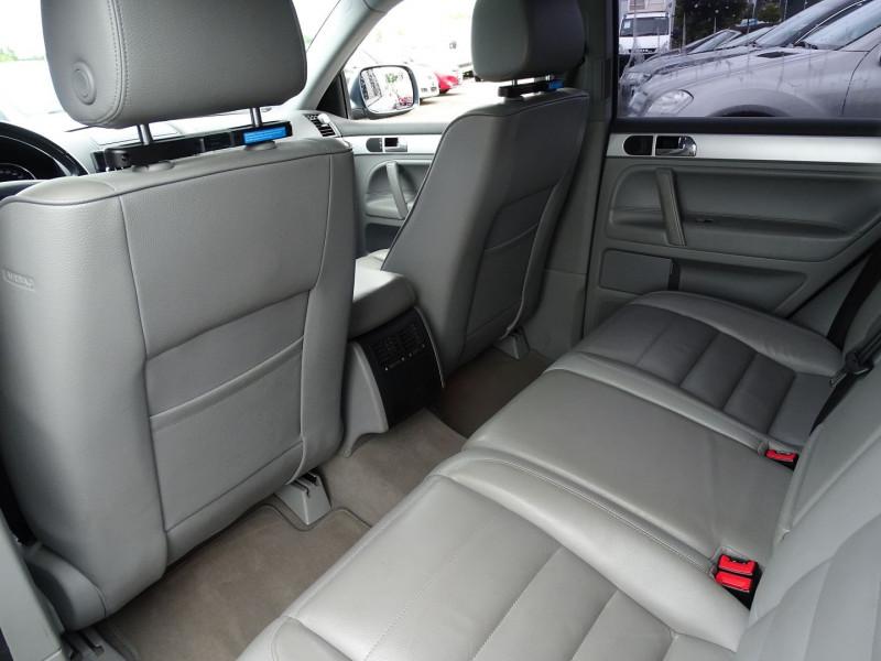 Photo 5 de l'offre de VOLKSWAGEN TOUAREG 3.0 V6 TDI 225CH CARAT TIPTRONIC à 12990€ chez International Auto Auneau