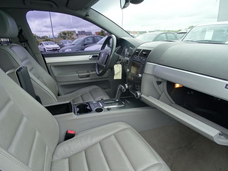 Photo 17 de l'offre de VOLKSWAGEN TOUAREG 3.0 V6 TDI 225CH CARAT TIPTRONIC à 12990€ chez International Auto Auneau