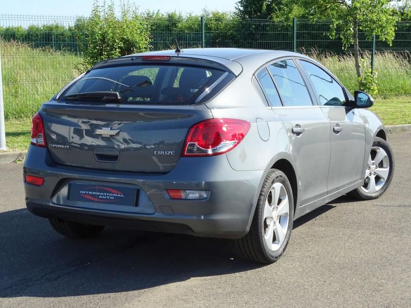 Photo 2 de l'offre de CHEVROLET CRUZE 2.0VCDI LTZ 5P à 6990€ chez International Auto Auneau