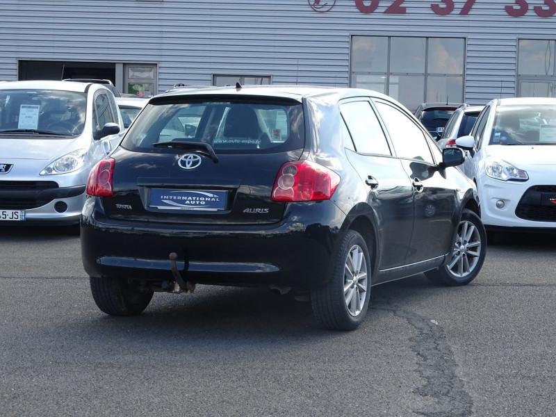 Photo 2 de l'offre de TOYOTA AURIS 126 D-4D FAP DYNAMIC PACK GPS 5P à 6890€ chez International Auto Auneau