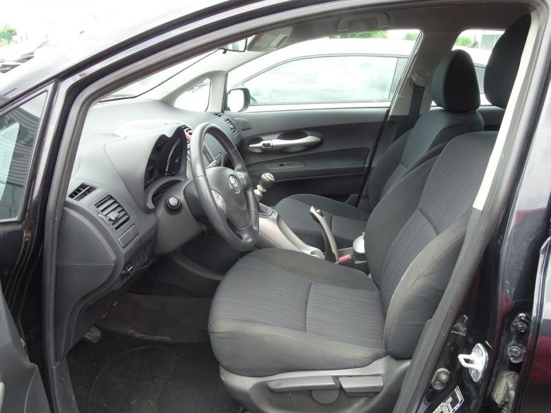 Photo 5 de l'offre de TOYOTA AURIS 126 D-4D FAP DYNAMIC PACK GPS 5P à 6890€ chez International Auto Auneau