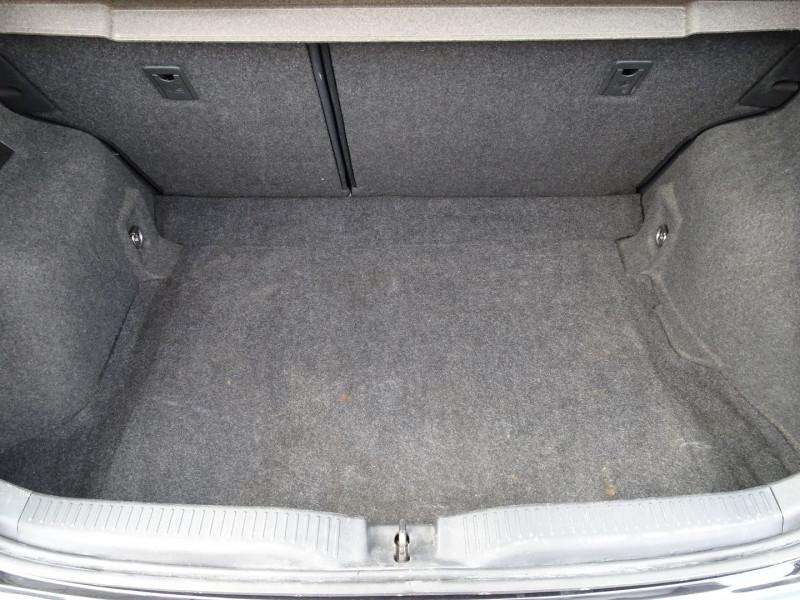 Photo 12 de l'offre de TOYOTA AURIS 126 D-4D FAP DYNAMIC PACK GPS 5P à 6890€ chez International Auto Auneau