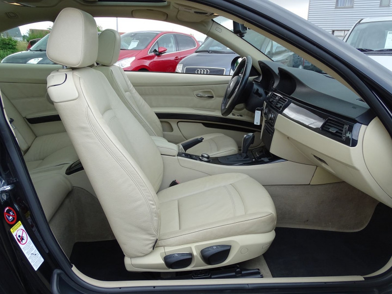 Photo 15 de l'offre de BMW SERIE 3 COUPE (E92) 320DA 177CH LUXE à 10790€ chez International Auto Auneau