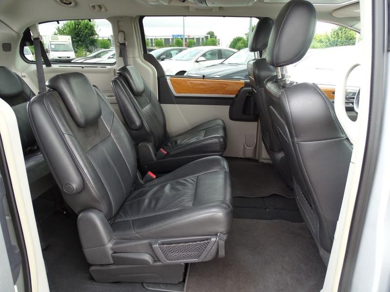 Photo 19 de l'offre de CHRYSLER GRAND VOYAGER 2.8 CRD LIMITED BA à 13490€ chez International Auto Auneau