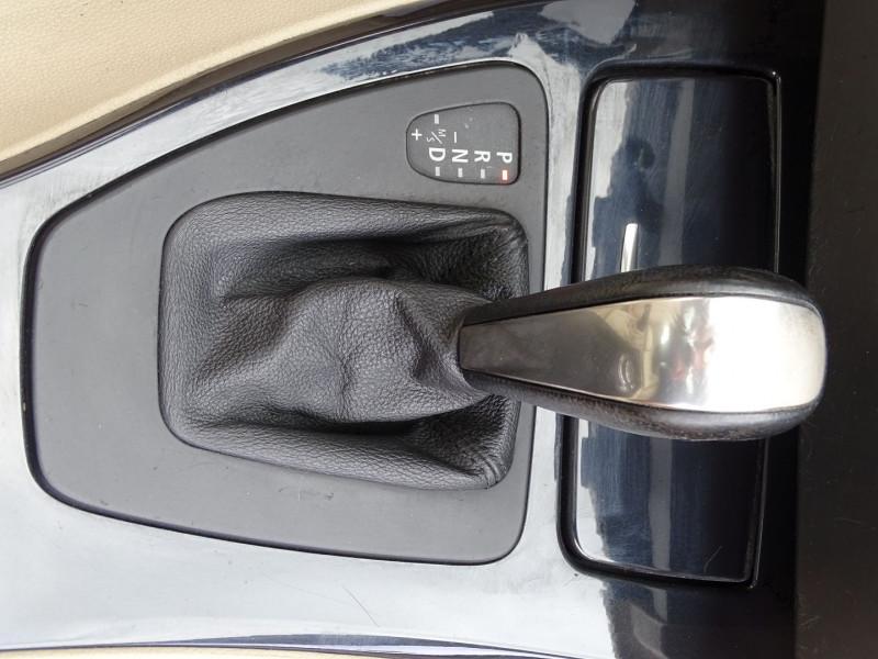 Photo 16 de l'offre de BMW SERIE 3 COUPE (E92) 320DA 177CH LUXE à 10790€ chez International Auto Auneau