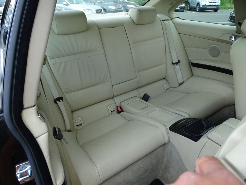 Photo 14 de l'offre de BMW SERIE 3 COUPE (E92) 320DA 177CH LUXE à 10790€ chez International Auto Auneau