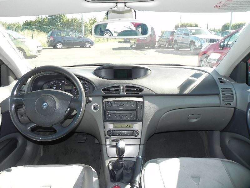 Photo 6 de l'offre de RENAULT LAGUNA II 2.2 DCI 150CH PRIVILEGE à 2990€ chez International Auto Auneau