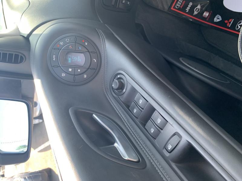 Photo 9 de l'offre de RENAULT ESPACE IV 3.0 V6 DCI 180CH INITIALE BVA à 10690€ chez International Auto Auneau
