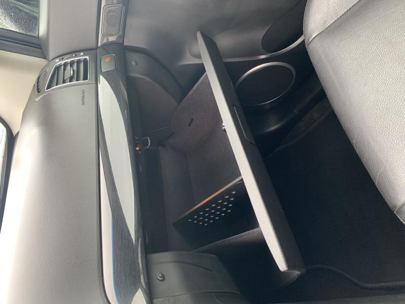 Photo 16 de l'offre de CHEVROLET CAPTIVA 2.2 VCDI163 LT+ FWD à 11590€ chez International Auto Auneau