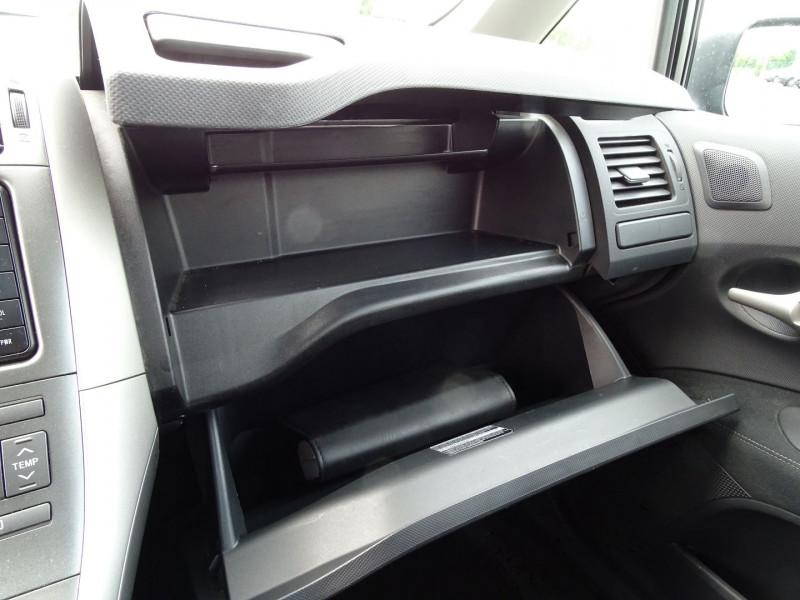 Photo 10 de l'offre de TOYOTA AURIS 126 D-4D FAP DYNAMIC PACK GPS 5P à 6890€ chez International Auto Auneau