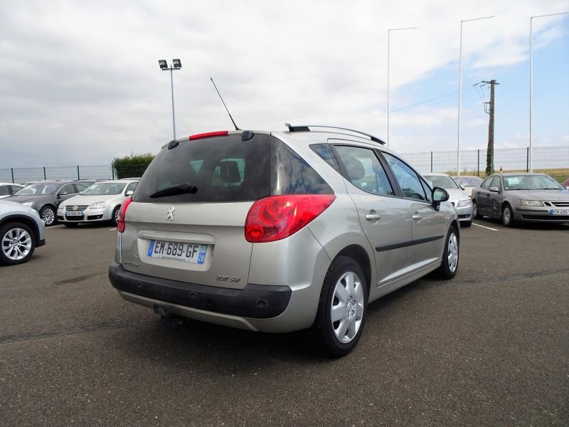 Photo 2 de l'offre de PEUGEOT 207 SW 1.6 VTI 16V PREMIUM BA à 5990€ chez International Auto Auneau