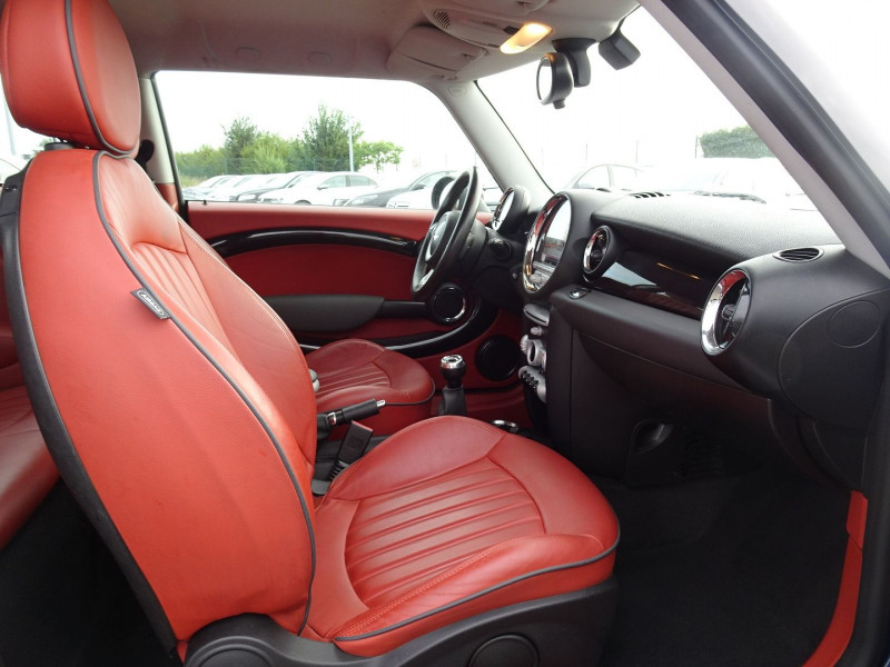 Photo 4 de l'offre de MINI MINI COOPER D 110CH à 9890€ chez International Auto Auneau