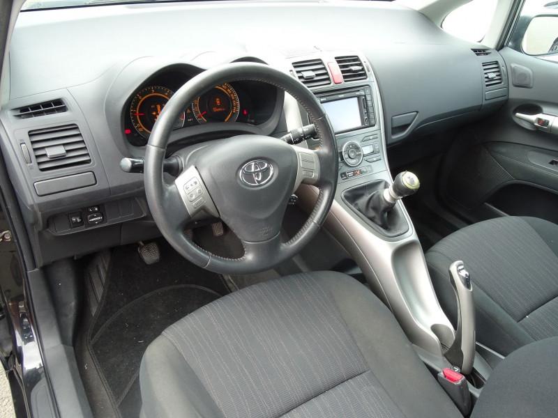Photo 6 de l'offre de TOYOTA AURIS 126 D-4D FAP DYNAMIC PACK GPS 5P à 6890€ chez International Auto Auneau