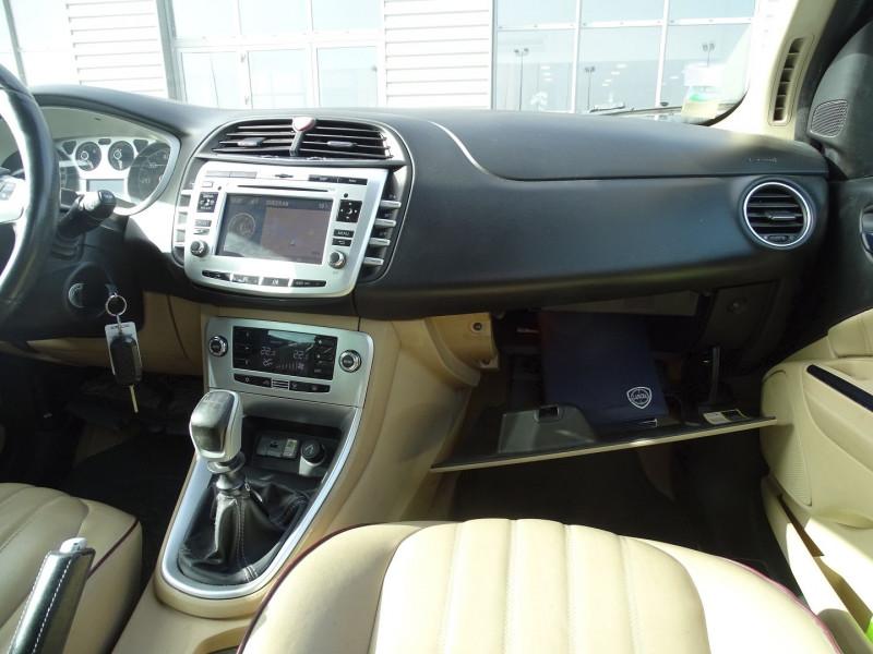 Photo 15 de l'offre de LANCIA DELTA 2.0 MULTIJET 165 16V DPF PLATINO à 7490€ chez International Auto Auneau