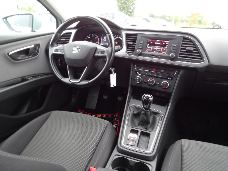 Photo 11 de l'offre de SEAT LEON ST 1.6 TDI 115CH FAP STYLE à 10990€ chez International Auto Auneau