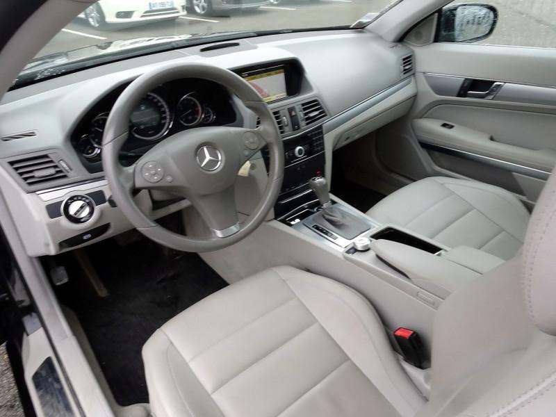 Photo 7 de l'offre de MERCEDES-BENZ CLASSE E COUPE (C207) 350 CDI EXECUTIVE BE BA à 15890€ chez International Auto Auneau
