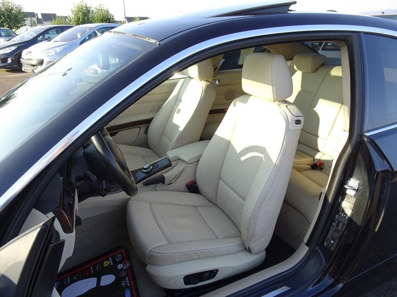 Photo 6 de l'offre de BMW SERIE 3 COUPE (E92) 325IA 218CH LUXE à 11890€ chez International Auto Auneau