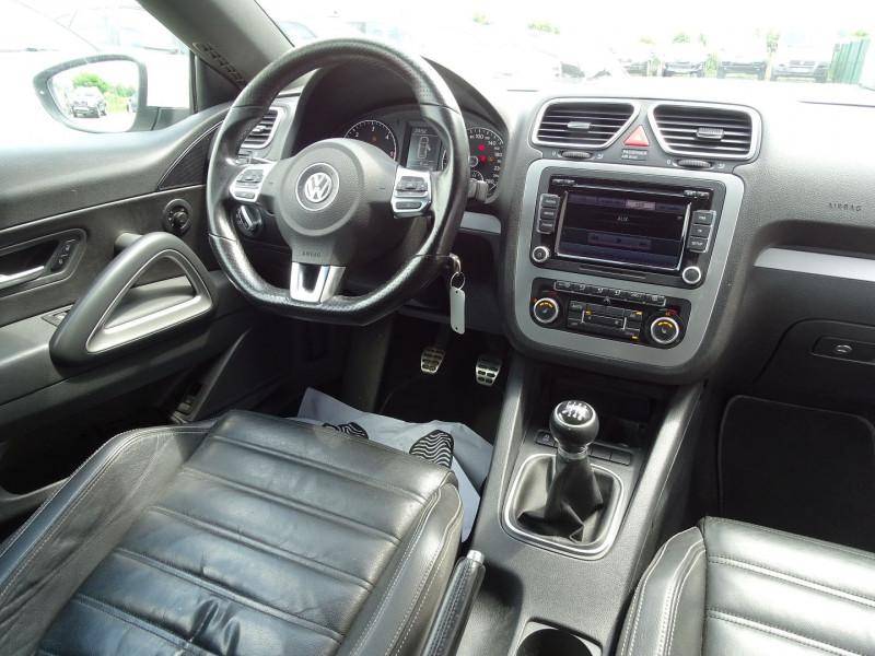 Photo 15 de l'offre de VOLKSWAGEN SCIROCCO 2.0 TDI 140CH FAP CARAT à 11490€ chez International Auto Auneau