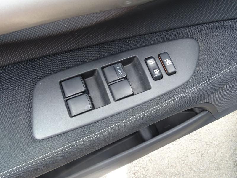 Photo 4 de l'offre de TOYOTA AURIS 126 D-4D FAP DYNAMIC PACK GPS 5P à 6890€ chez International Auto Auneau
