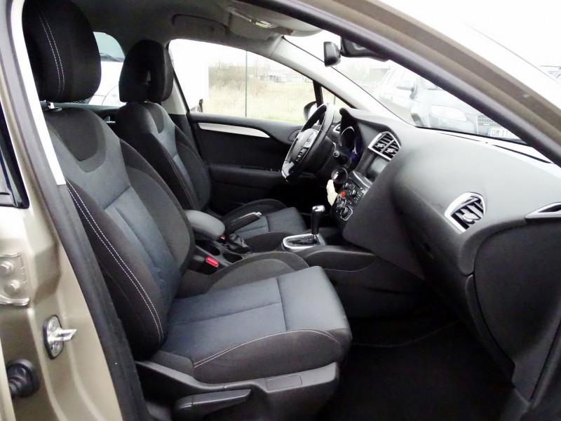 Photo 17 de l'offre de CITROEN C4 1.6 VTI 120CH CONFORT BVA à 8890€ chez International Auto Auneau