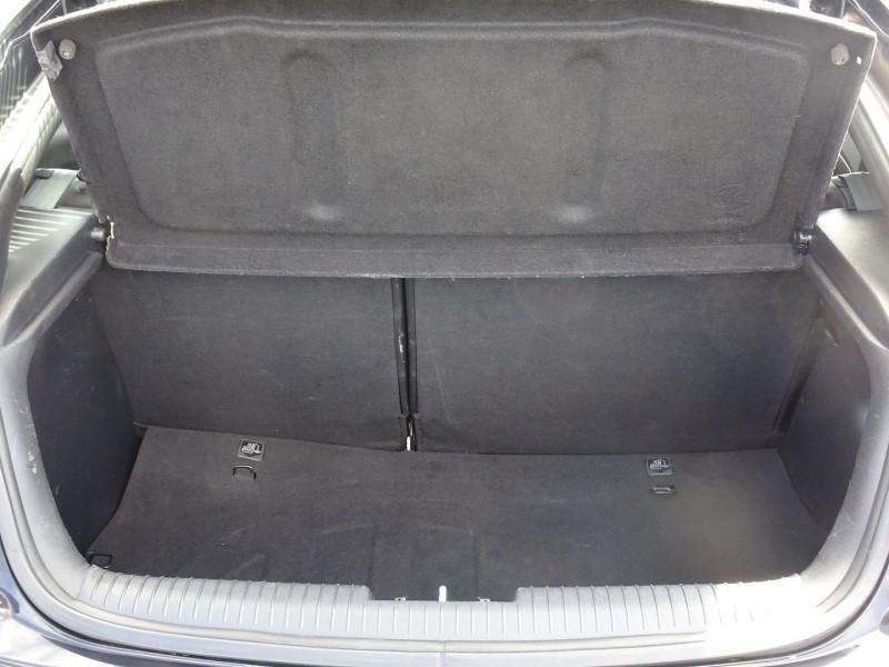 Photo 10 de l'offre de HYUNDAI VELOSTER 1.6 GDI PACK PREMIUM à 10390€ chez International Auto Auneau