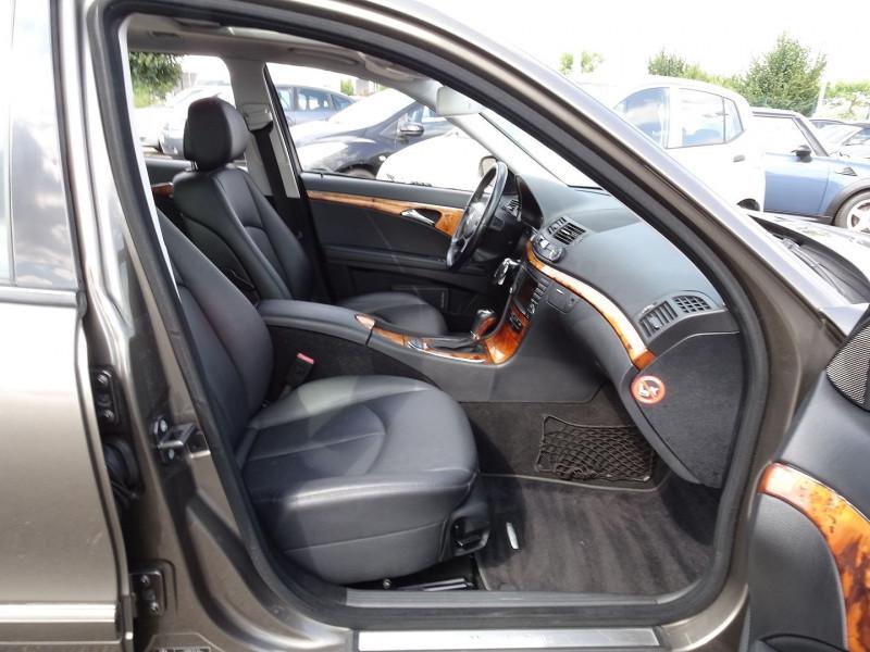 Photo 18 de l'offre de MERCEDES-BENZ CLASSE E BREAK (S211) 200 CDI ELEGANCE OPTIMUM BA à 10990€ chez International Auto Auneau