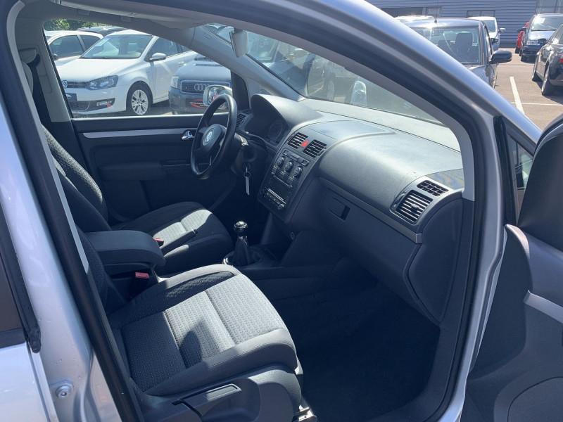 Photo 5 de l'offre de VOLKSWAGEN TOURAN 1.6 FSI 115CH CONFORT 7 PLACES à 4990€ chez International Auto Auneau