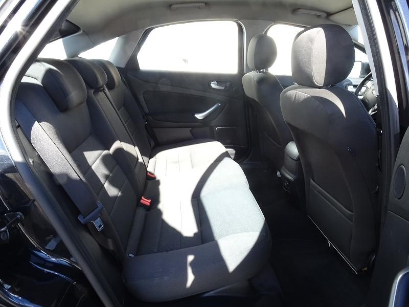Photo 12 de l'offre de FORD MONDEO 1.8 TDCI 125CH TITANIUM 5P à 6790€ chez International Auto Auneau