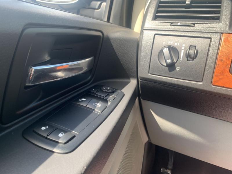 Photo 11 de l'offre de CHRYSLER GRAND VOYAGER 2.8 CRD LX BA à 10890€ chez International Auto Auneau