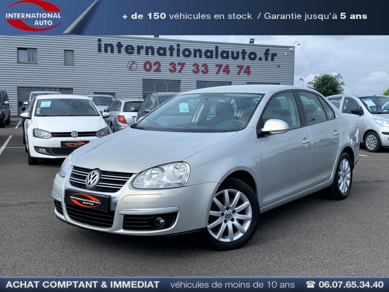 Volkswagen JETTA 1.6 TDI 105CH FAP TRENDLINE Diesel GRIS C Occasion à vendre
