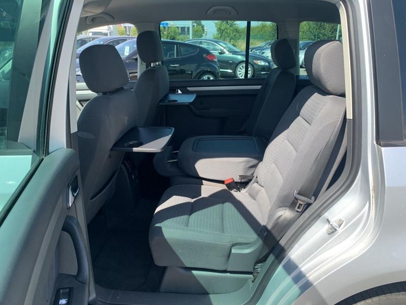 Photo 7 de l'offre de VOLKSWAGEN TOURAN 1.6 FSI 115CH CONFORT 7 PLACES à 4990€ chez International Auto Auneau