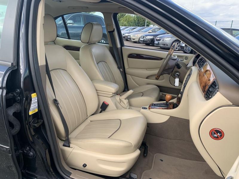 Photo 6 de l'offre de JAGUAR X-TYPE 3.0 V6 EXECUTIVE à 8790€ chez International Auto Auneau
