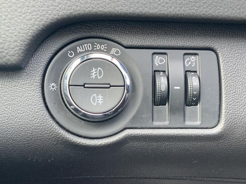 Photo 13 de l'offre de OPEL INSIGNIA 2.0 CDTI160 FAP COSMO 5P à 8890€ chez International Auto Auneau