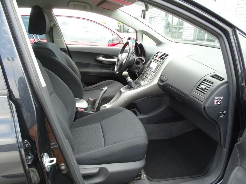 Photo 14 de l'offre de TOYOTA AURIS 126 D-4D FAP DYNAMIC PACK GPS 5P à 6890€ chez International Auto Auneau