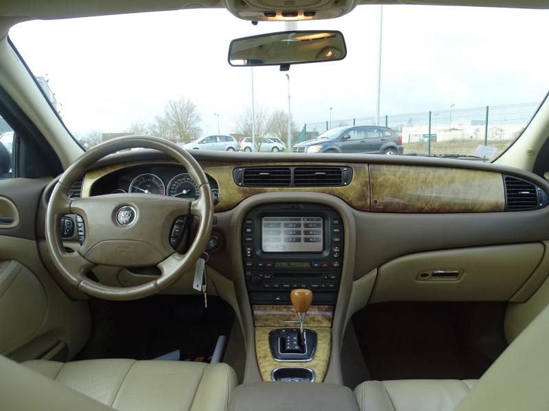 Photo 15 de l'offre de JAGUAR S-TYPE 2.7D BI-TURBO CLASSIQUE BA à 7890€ chez International Auto Auneau