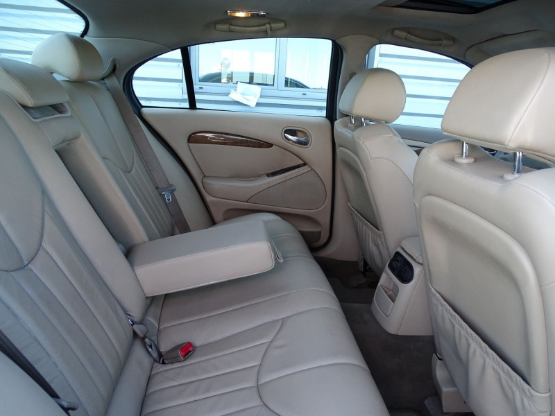 Photo 6 de l'offre de JAGUAR S-TYPE 3.0 V6 PACK SPORT BA à 7490€ chez International Auto Auneau
