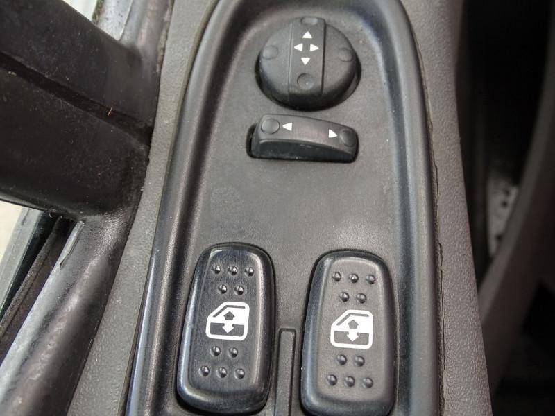 Photo 10 de l'offre de IVECO DAILY CCB 35C11 EMP 3.45M à 14590€ chez International Auto Auneau