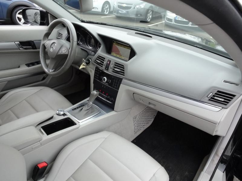Photo 16 de l'offre de MERCEDES-BENZ CLASSE E COUPE (C207) 350 CDI EXECUTIVE BE BA à 15890€ chez International Auto Auneau