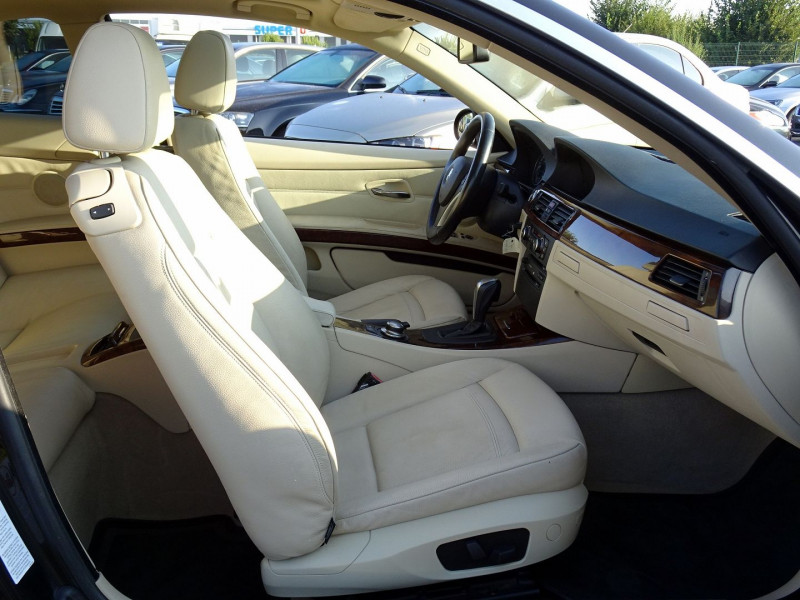 Photo 17 de l'offre de BMW SERIE 3 COUPE (E92) 325IA 218CH LUXE à 11890€ chez International Auto Auneau